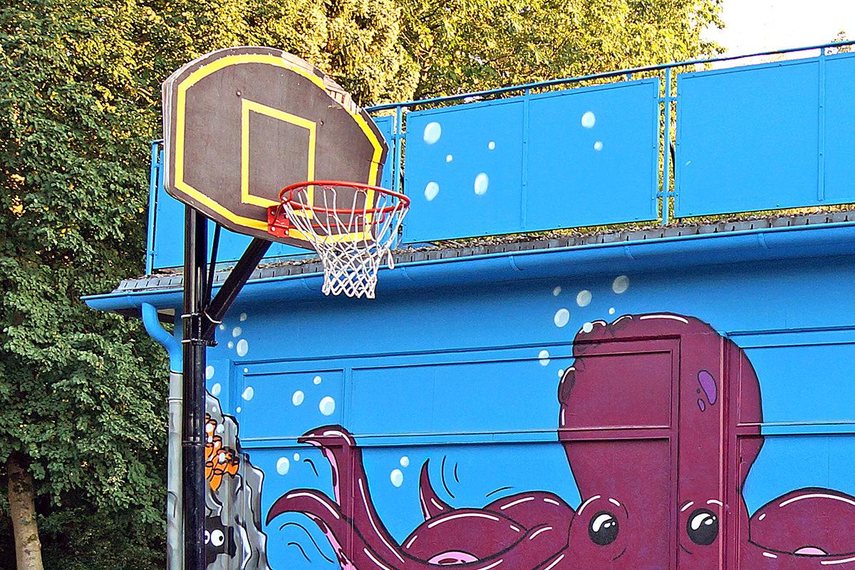 Basketball im Schwimmbad Alt Garge