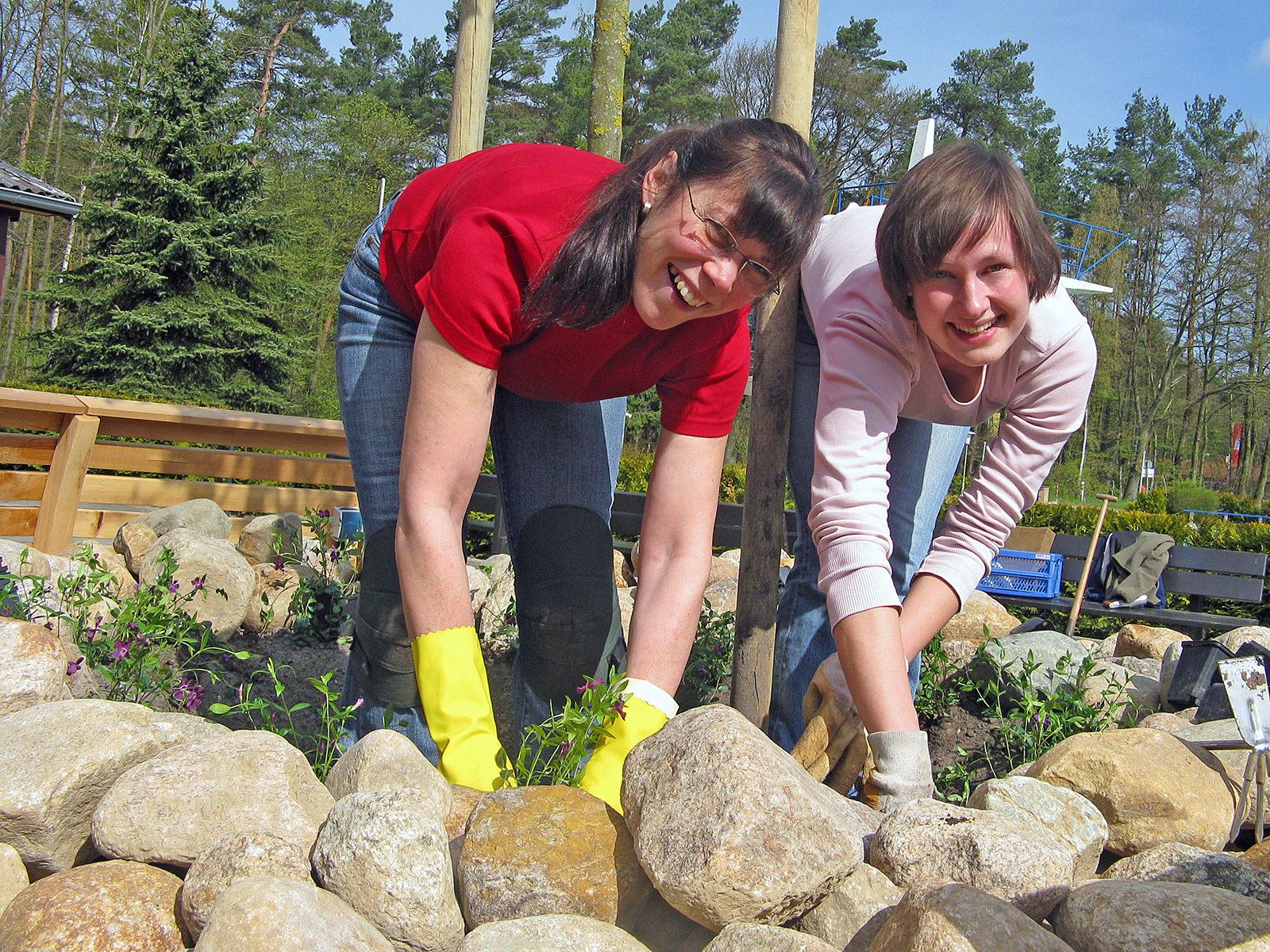 Eigenleister unterstützen den Förderverein Waldbad Alt Garge